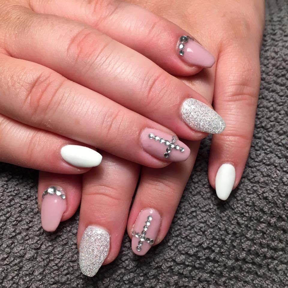Naglar med silverdesign